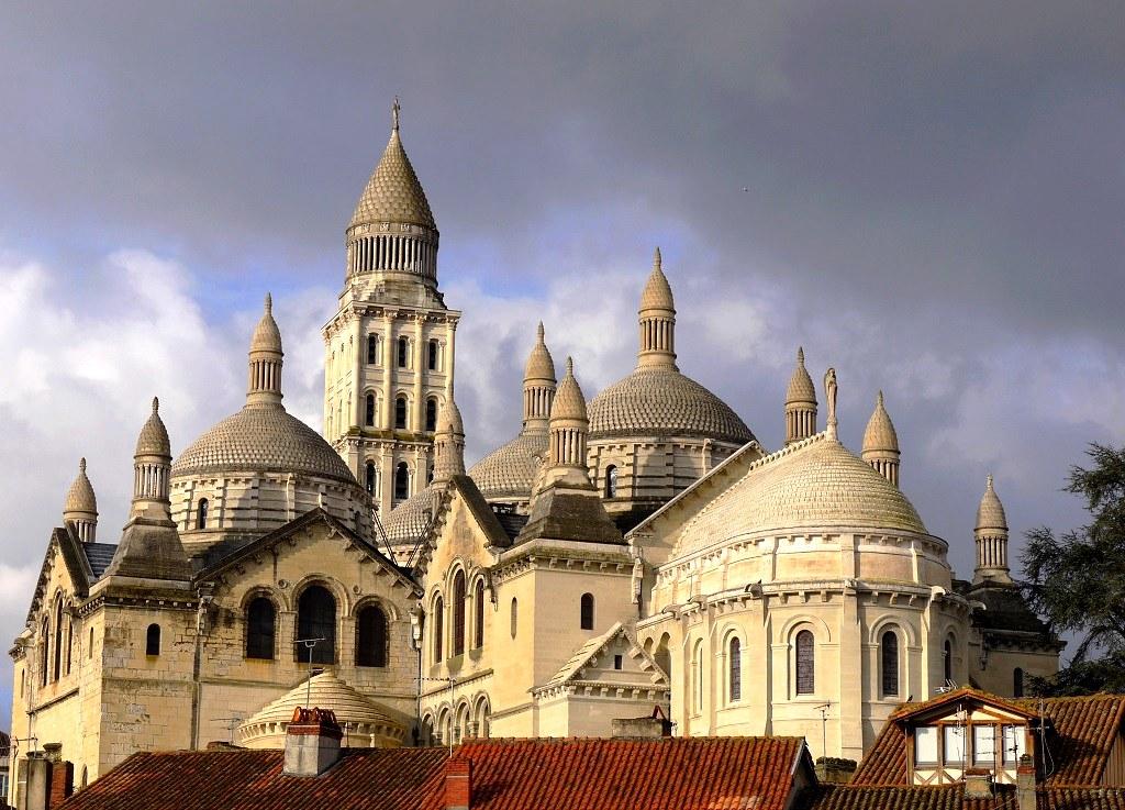 Des vieilles maisons  et la cathédrale Saint-Front 11619143635_f1bbb3f5f3_b