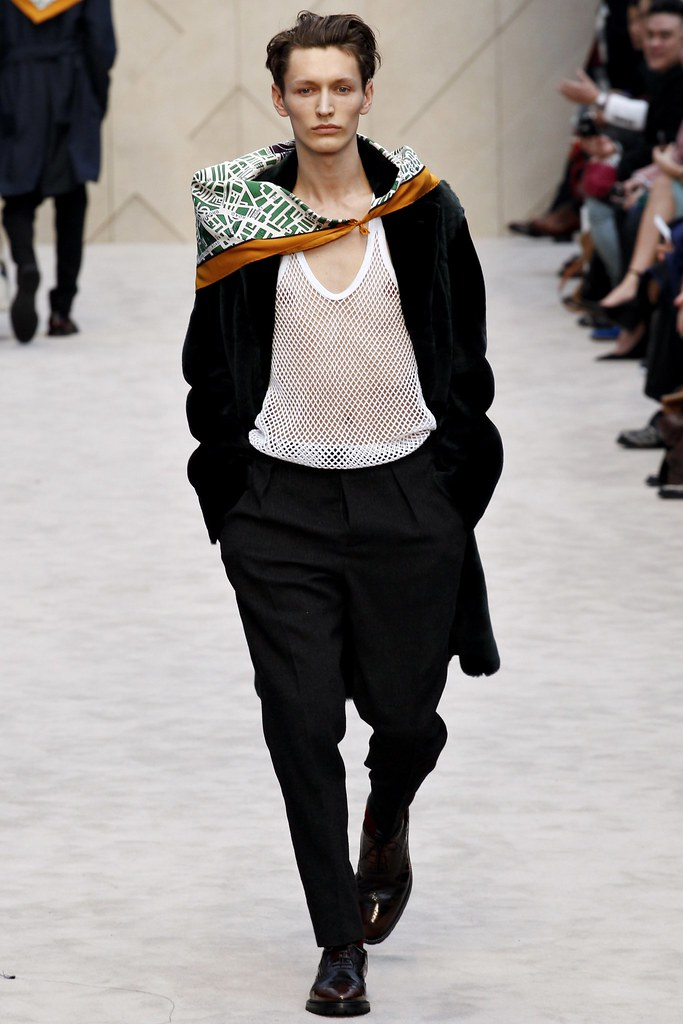 FW14 London Burberry Prorsum008_Arnis Cielava(VOGUE)