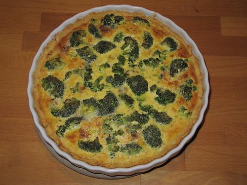 Quiche mit Roquefort, Broccoli und Zwiebeln