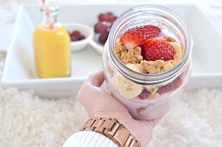 yoghurt granola fruit jar milkbubbletea blog