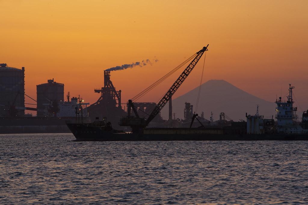 高炉と富士と船2014 3 11