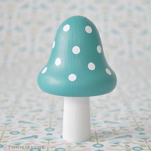 Adhere spots to toadstool