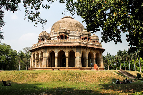 Lodi Gardens tomb