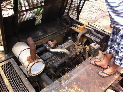 Tiễn 1 em máy đào bánh xích SUMITOMO  S280, gàu: 0.7 m3