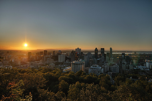 city summer sky sun canada sunrise soleil town nikon day wideangle clear ciel québec été montroyal ville urbanscenery levédesoleil d90 exposureblending grandangle paysageurbain monréal urbanlandscap nikkor1024mm