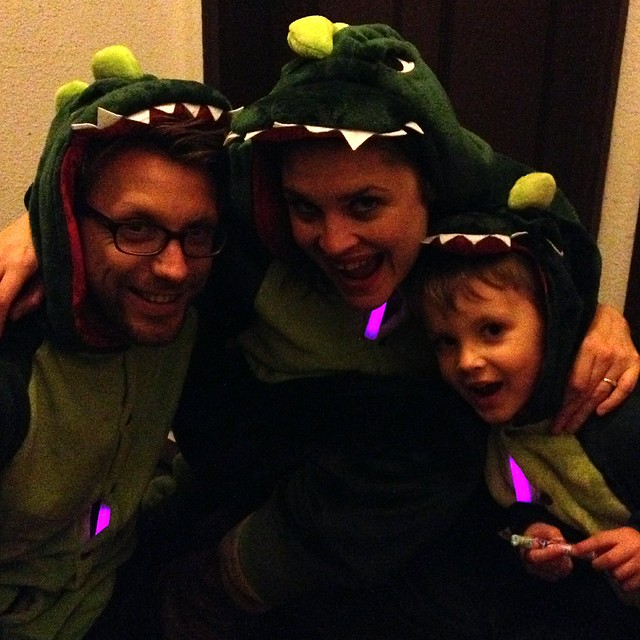 Dinosaur family says happy halloween!