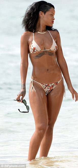 rihanna oiled down in bikini (7)