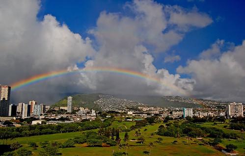 sky rain clouds hawaii rainbow nikon day cloudy oahu yabbadabbadoo kapahulu d40 koolaumountains alawaigolfcourse nikond40 alawaiboulevard moanavalley