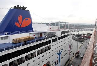 Crucero atracado en el Puerto de Bilbao.