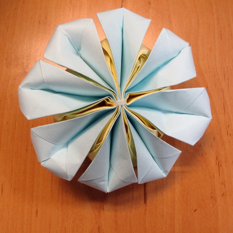 วิธีการพับกระดาษเป็นดอกบัวแบบแยกประกอบส่วน 024