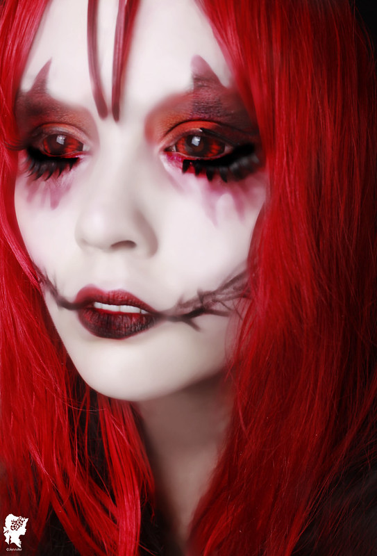 review-Phantasee-Red-Black-Sclera-lens-Sunpyre18