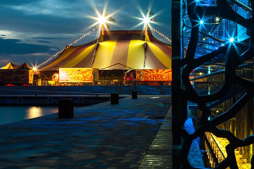 blue canon eos marseille circus provence southeast cirque pinder sudest mucem 5dmark2