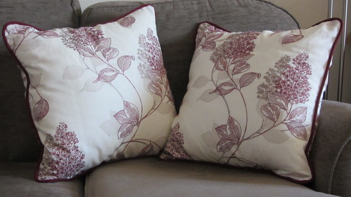 Finished leaf envelope cushions