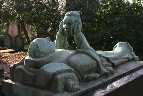 103_0311Père Lachaise, tombe de Fernand Arbelot (sculpteur Adolphe Wansart)
