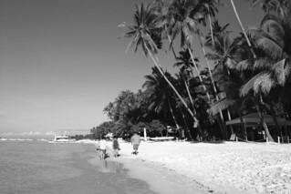 Bohol - Alona Beach stroll