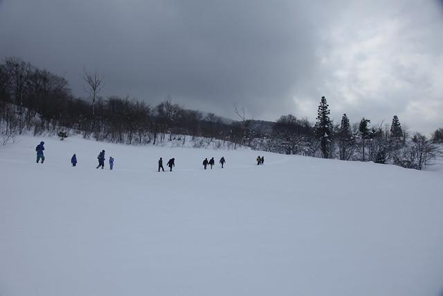 千町原へ向かって丘を登る.ふかふかとした新雪だった.