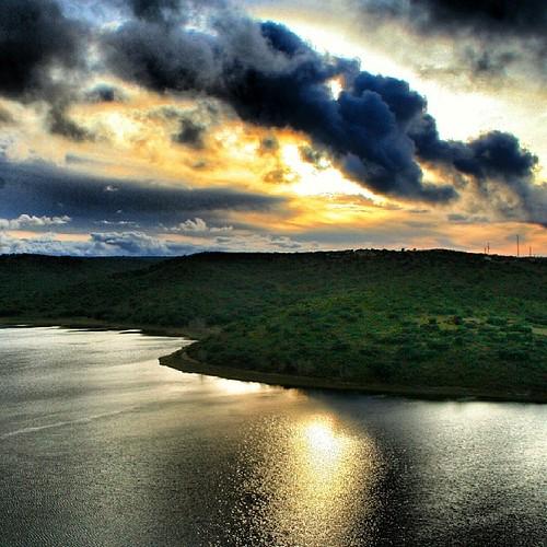 Debajo de estas #nubes encontramos una de las #lagunasderuidera que sin duda, son otra de las #joyas #naturales de #castillalamancha.