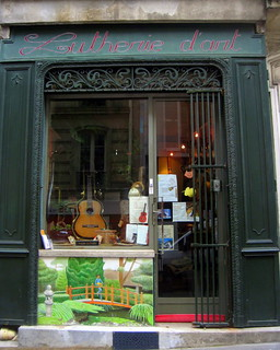"""Lutherie d'Art"" Old music instrument shop"