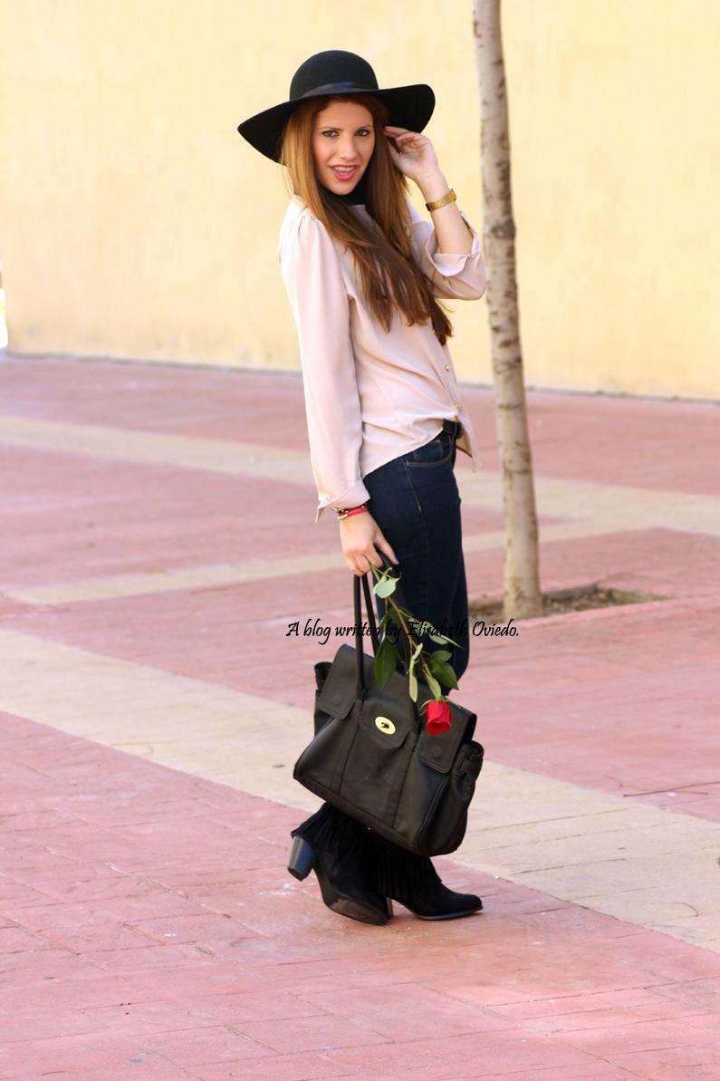 Blusa-camel-pantalones-vaqueros-botines-MARYPAZ-pamela-negra-HEELSANDROSES-(4)