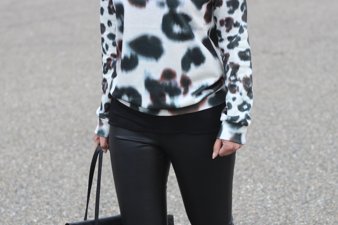 Outfit-leopard-sweater-leather-pants.jpg