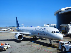 Delta Air Lines –  Boeing 757-231 N705TW @ Seattle Tacoma