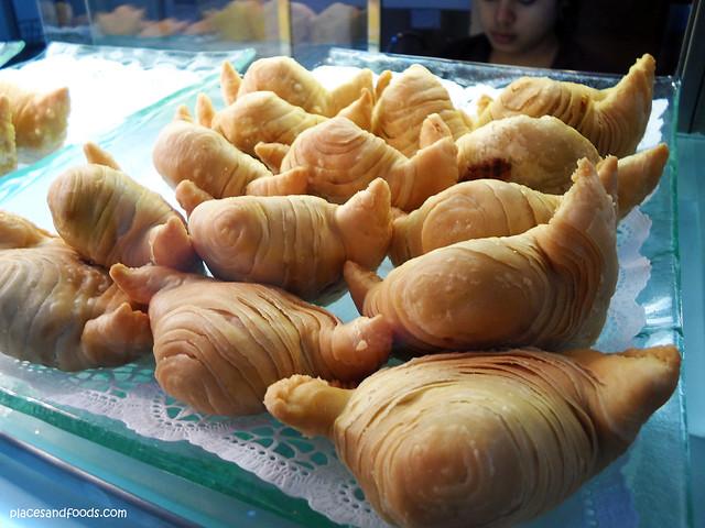 1A cripsy puff durian puff