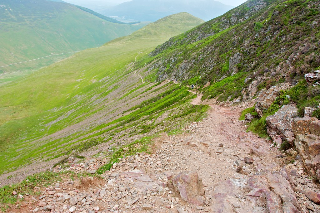 Descent below Scar Crags
