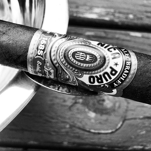 A little @alecbradley Nica Puro action to start the day at my parents place.