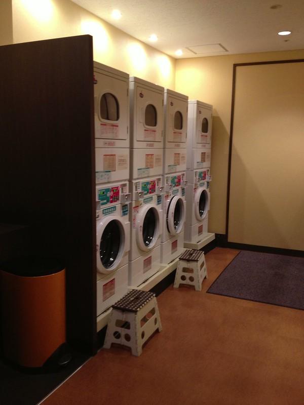 洗濯機と乾燥機が4セット by haruhiko_iyota