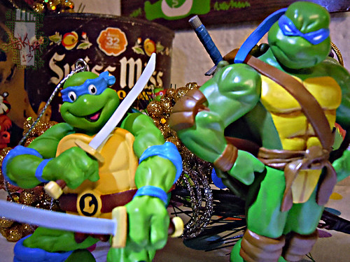 "AMERICAN GREETINGS :: TEENAGE MUTANT NINJA TURTLES - ""Leonardo"" Ornament xii / .. with Hallmark 'Keepsake' Ornament - Leonardo '05 (( 2013 ))"
