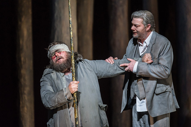 Simon O'Neill as Parsifal and  René Pape as Gurnemanz in Parsifal © ROH / Clive Barda 2013