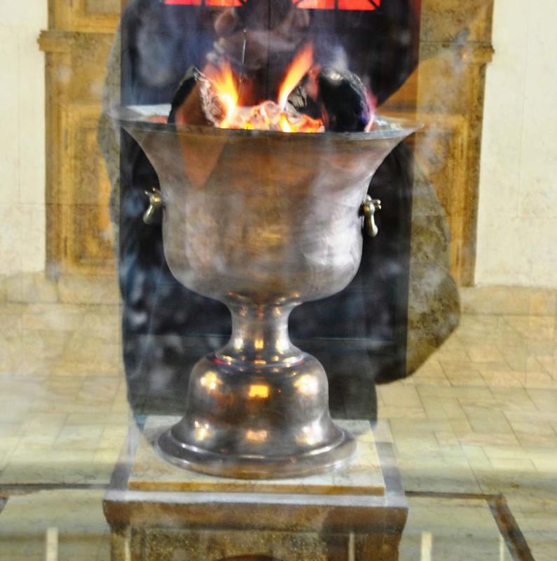 307 Fuego sagrado en el Museo del Zoroastro en Yazd (4)