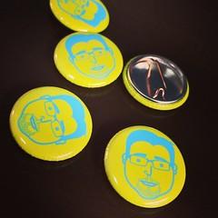 number(0.0), font(0.0), award(0.0), pin-back button(1.0), yellow(1.0), badge(1.0), circle(1.0),