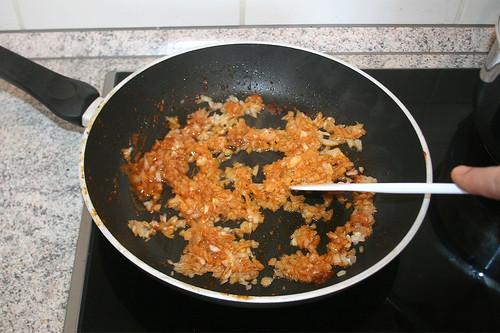 24 - Zwiebeln im Bratenfett anschwitzen  / Braise onions lightly