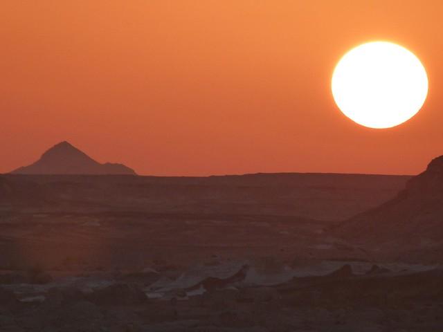 Atardecer en el desierto blanco (Egipto)