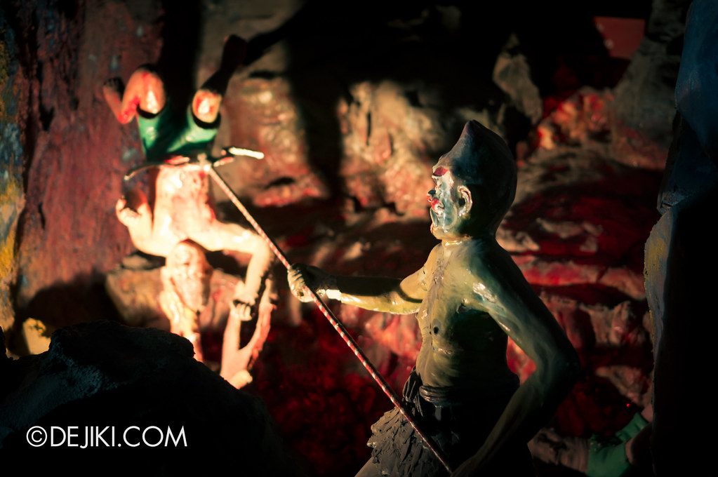 Haw Par Villa - inside ten courts of hell 3