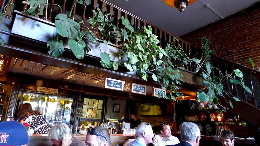 Six acres gastown pub restaurant vancouver gastown for Bar food vancouver