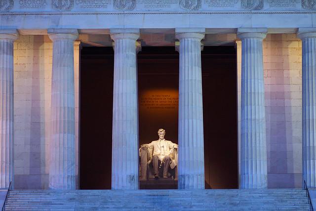Lincoln emlékmű alkonyati fényben