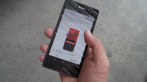 ขนาดหน้าจอ 5 นิ้วของ Sony Xperia Z1 ใหญ่ แต่ตัวเครื่องก็ยังพอใช้สะดวกในมื อเดียว