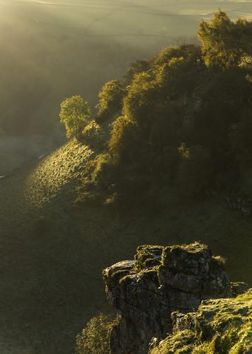 autumn mist landscape derbyshire peakdistrict whitepeak lathkilldale minoltaamount britnatparks parsonstor