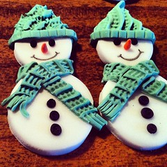 flower(0.0), cupcake(0.0), icing(0.0), blue(0.0), art(1.0), cake(1.0), food(1.0), snowman(1.0),
