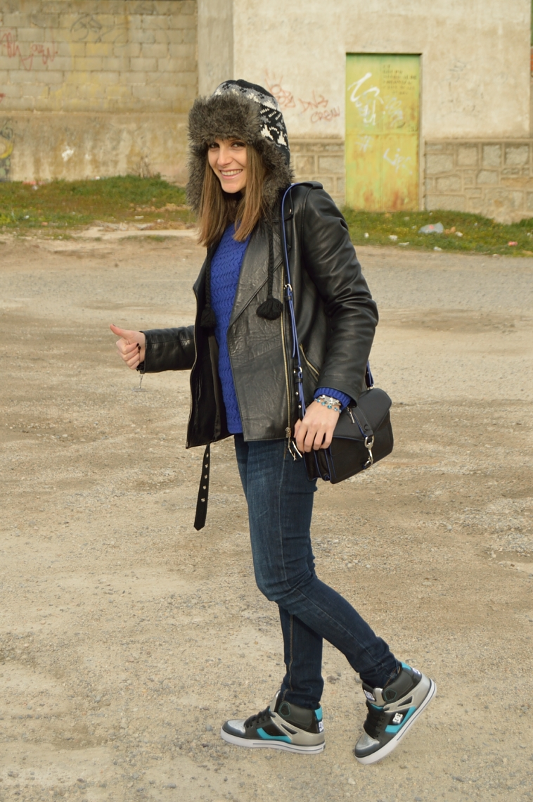 lara-vazquez-madlula-blog-casual-outfit-leather-jacket-jeans-fur-hat