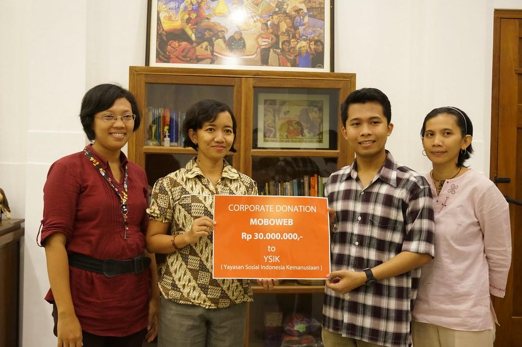 Sedekah dalam bentuk CSR (Corporate Social Responsibility) oleh Moboweb kepada Yayasan Sosial Indonesia Kemanusiaan) sebesar Rp 30.000.000,-