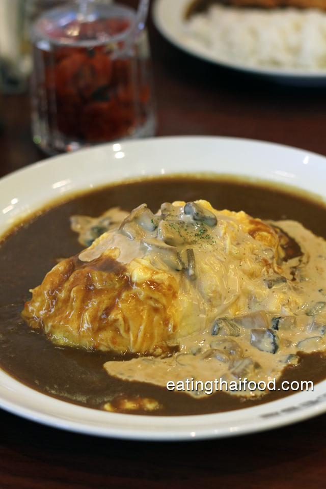 Rice, curry, egg, mushroom cream sauce