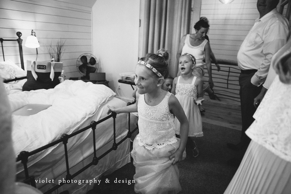 Flower girls see bride for the first time