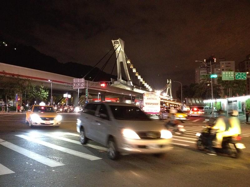 遠くに見える船の形をした剣潭駅 by haruhiko_iyota
