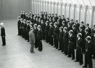 HKH Kronprins Olav overleverer idrettsmerkepokaler (1954)