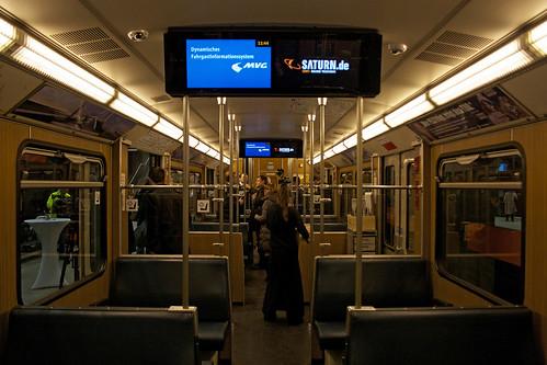 Die Anzeigen im U-Bahnwagen