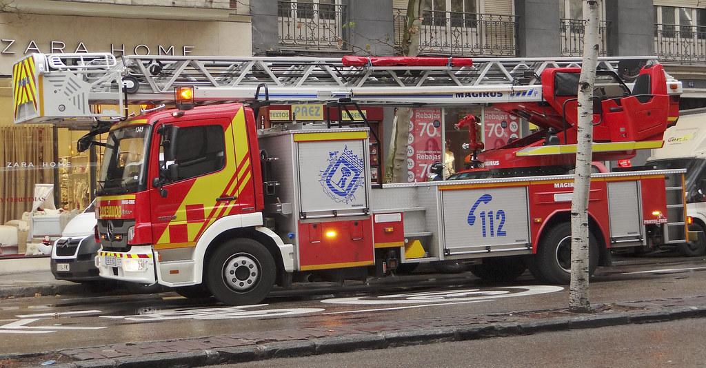 Cuerpo de Bomberos del Ayuntamiento de Madrid 12102895143_7b7a2d4410_b