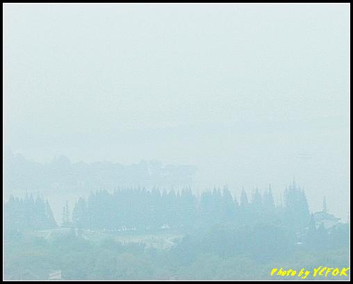 杭州 吳山天風景區 - 031 (城隍閣 從城隍閣鳥瞰霧中的西湖)